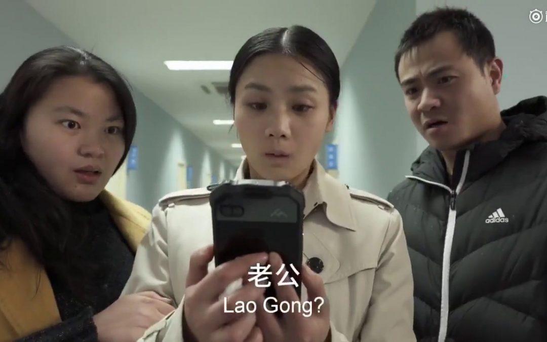 Chinesische Werbung für ein wasserfestes, schwimmfähiges, stoßsicheres Smartphone